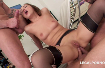 Description Barking Slut Gangbanged & Dap'ed By Huge Dicks
