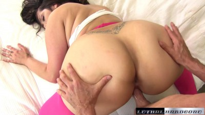 thick alycia starr gets a double of jizz