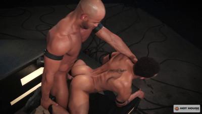Muscle Fuckers Bareback At Dark Room