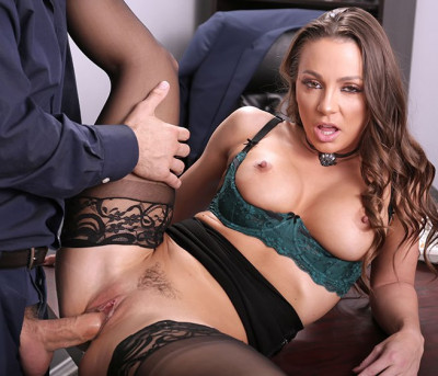 Description Abigail Mac - Tthe secretary HD 720p