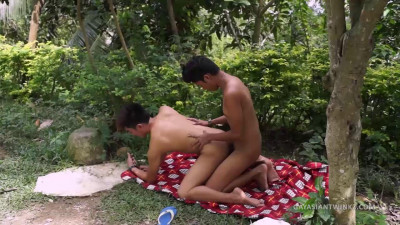 Twinks Fuck Outdoors