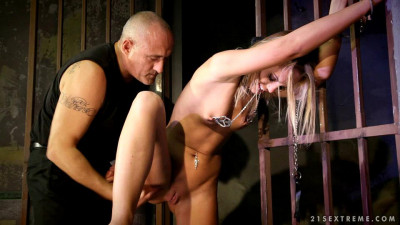 Caged Slut Vanda Lust