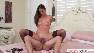 Sofie Marie – What He Packing in His Pants?