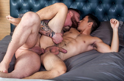 Description Straight hunk Jordan Levine feeds new boy Cooper Dang his load