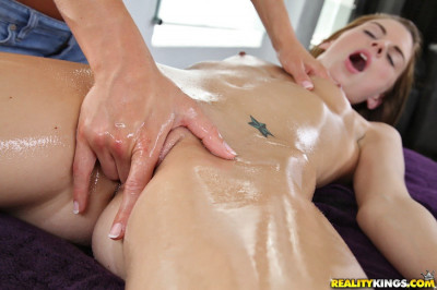 Description Babes Oiled Her Up And Started With A Super Sensual Massage