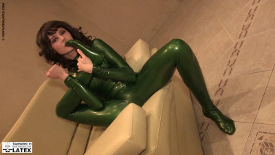 Daryna - Young body in latex