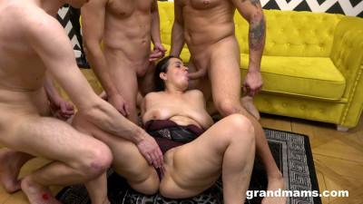 Sperma gangbang with mature Yvette