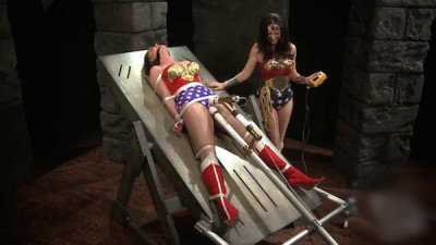 Christinabound - Wonderwoman web