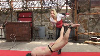 Description Mistress Akella - The Spiked Belt