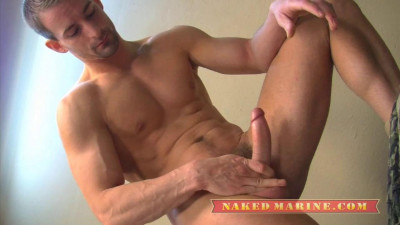 Description Naked Marines - Private Eryk
