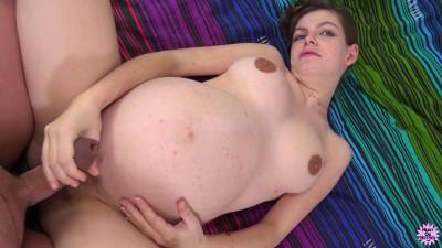 Estelle Pregnant Hobo (2018)