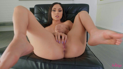Twistys – .Ariana Marie Big Black Chair
