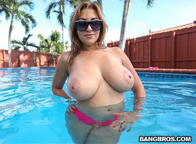 Big Tit Jasmyn Gets Fucked Poolside