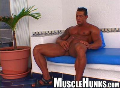 Musclehunks — Ezequiel Martinez