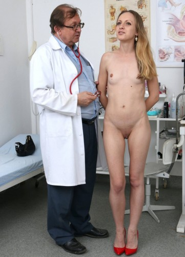 Natalia Pearl (24 years girls gyno exam)
