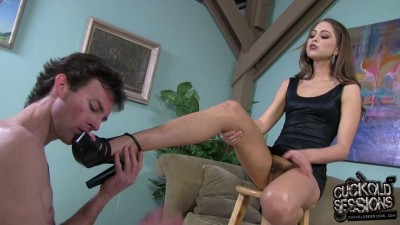 Gorgious Babe humiliated husband