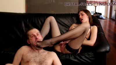 Brutal Facesitting – Nikki Haze Femdom