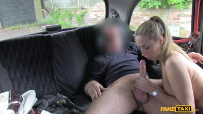 Ponytail babe makes cabbie her boytoy
