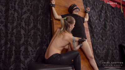 Mistress Anette - Huge Squirt