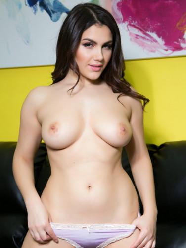 Valentina Nappi – Good Sex Always Starts With A Handjob FullHD 1080p