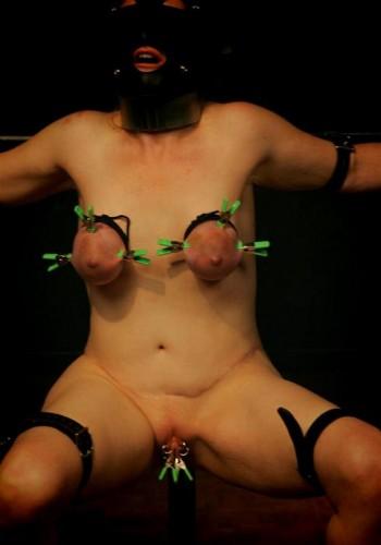 Runt tit torture