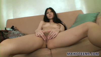 Hitomi just loves it all - Blowjobs, Toys, Uncensored