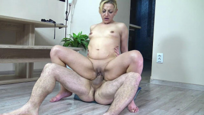 Description New MILF Julia the Pee slut