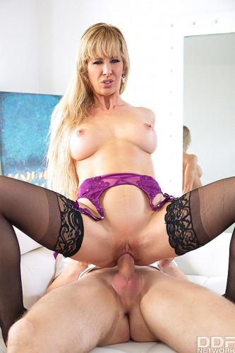 Cherie Deville — Squirting Milf Fucked Balls Deep (2018)