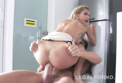 Description Petite babe Veronica Leal destroyed by monster dick
