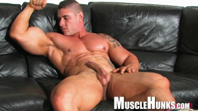Description MuscleHunks - Brian Gunns - Brian's Bulging Buffness