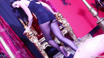 Mistress Iside - Foot Domination