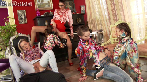 Chelsy Sun, Bella Baby, Leony Aprill, Kitty Jane, Angel Piaf Golden Shower Power (2014)