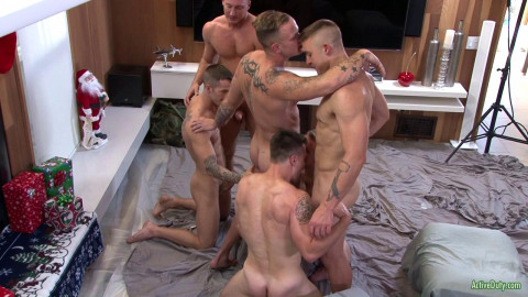 Christmas Gangbang Party With 6 Muscle Men
