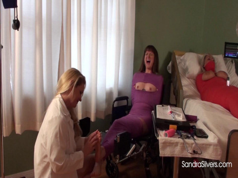 Barefoot Milf As 3 Other Mummified Milf Watch! - Full HD 1080p