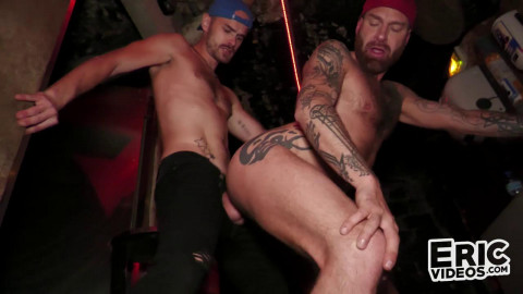 Kneeling at the magnificence aperture - Archie S & Jeremy Lemercier