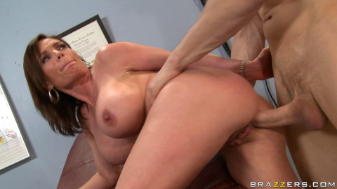 Big Tits Milf Is Ready To Sexual Treatment Of A Doctor