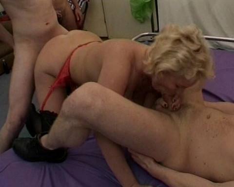 Blond pussy threesomed