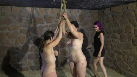 Minuit and Little Red Girl in the Dungeon