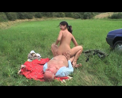 Nympho brunette chick fucked