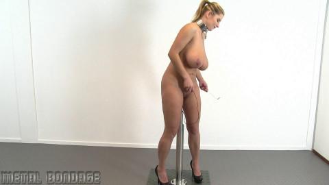 Katerina Hartlova – One Bar Vibrator