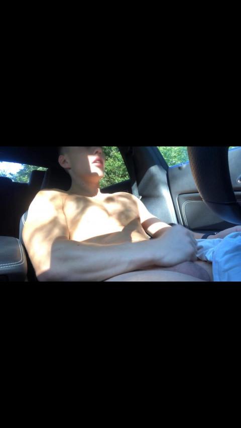 Elio jack off in car