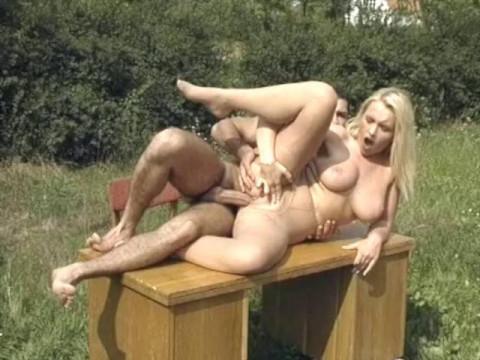 Outdoor pussy pleasuring