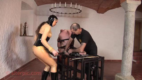 On Dominant of the Cage - Anna Rose & Gord