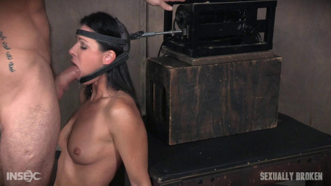 India Summer The ultimate Milf bound on the worlds only face fucking machine sybian! (2016)