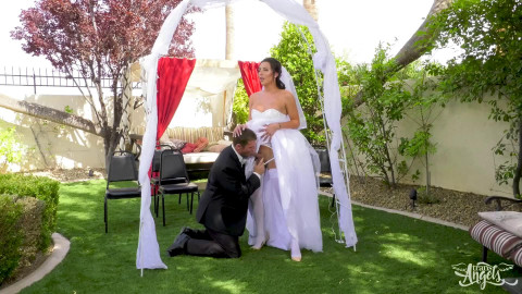 Chanel Santini Here Cums The Bride (2017)