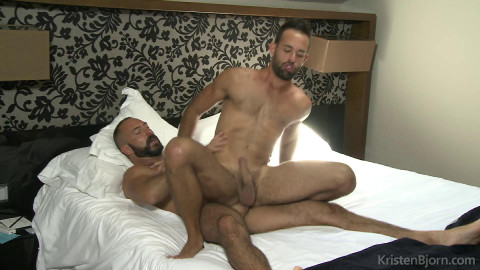 Muscle Couch - Xavi Garcia, Jonathan Forrest