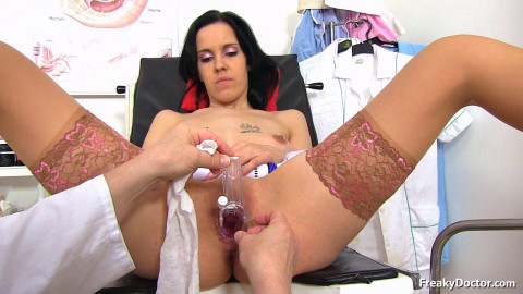 Luisa - 25 years girls gyno exam