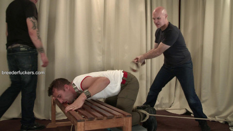 Marc - Sexy physical coach restrained, ass strapped, sphincter stretched