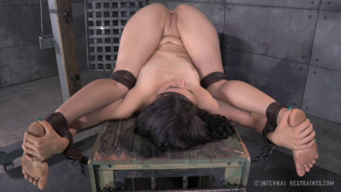 IR - A Freshly Chained - Mandy Muse and OT