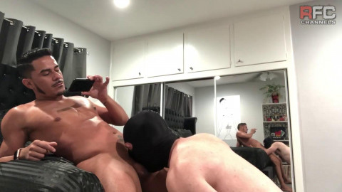 Cesar Xes receives head from Masked Sub